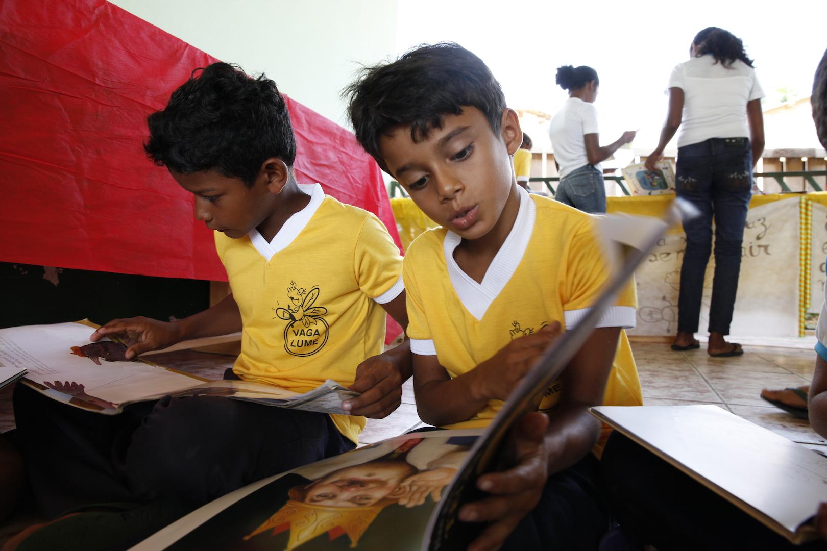 Brazilfoundation Vaga Lume Quilombola Amapá Pará Maranhão leitura livros artesanais crianças children books reading ONG Projeto Social