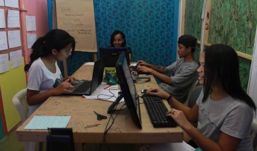 Escola de Notícias BrazilFoundation São Paulo Comunicação Jovens Radio TV ONG Projeto Social Social Project