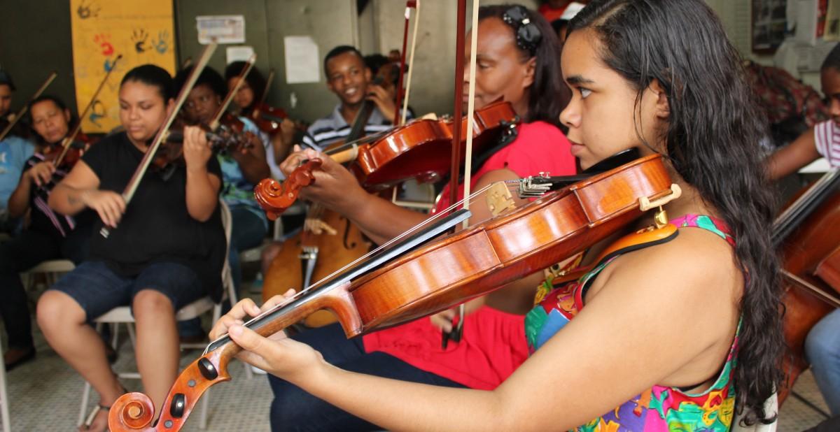 Brazilfoundation Orquestra de Cordas da Grota RECICLARTE Música Jovens Crianças Children ONG Projeto Social Social Project