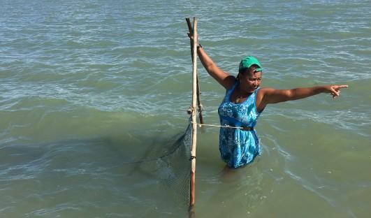 BrazilFoundation Caravelas Bahia Pesca Camarão Geração de Renda ONG Projeto Social Social Project